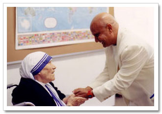 Sri Chinmoy mit Mutter Theresa